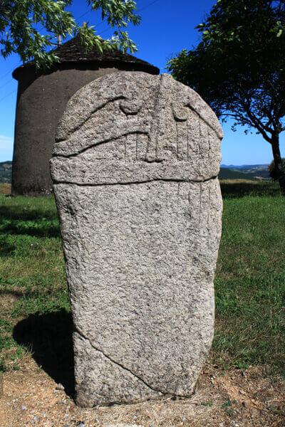 statue-menhir-pousthomy