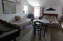 Chambre au second étage avec lit double et lit simple
