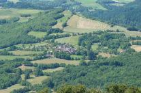 Le hameau dans son écrin de verdure